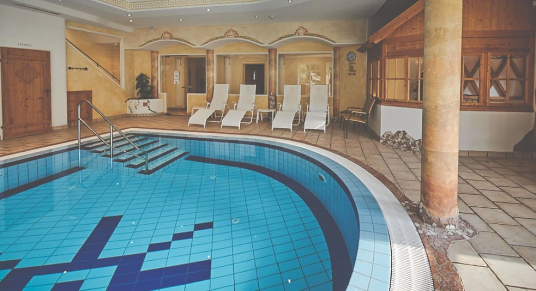 Schwimmbad - Indoor Pool - Panoramahallenbad im 4-Sterne Hotel